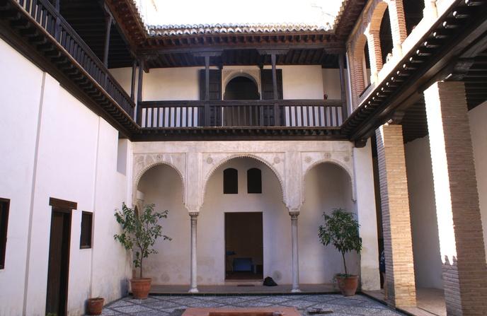 La casa n mero 14 constituye un ejemplo destacado de la arquitectura nazar distingui ndose del - La casa del compas de oro ...
