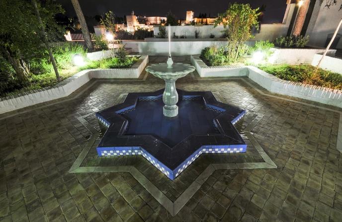 El patio de la mezquita ofrece unas vistas nicas for Decoracion jardin granada
