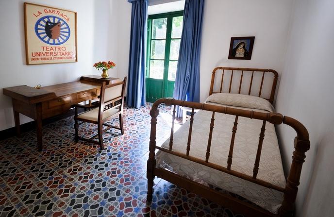 Legado del gran poeta a la historia y cultura espa olas for Huerta de san vicente muebles